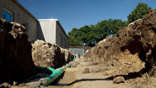 Инсталиране на отопление, вода, електричество и канализация за 50 къщи